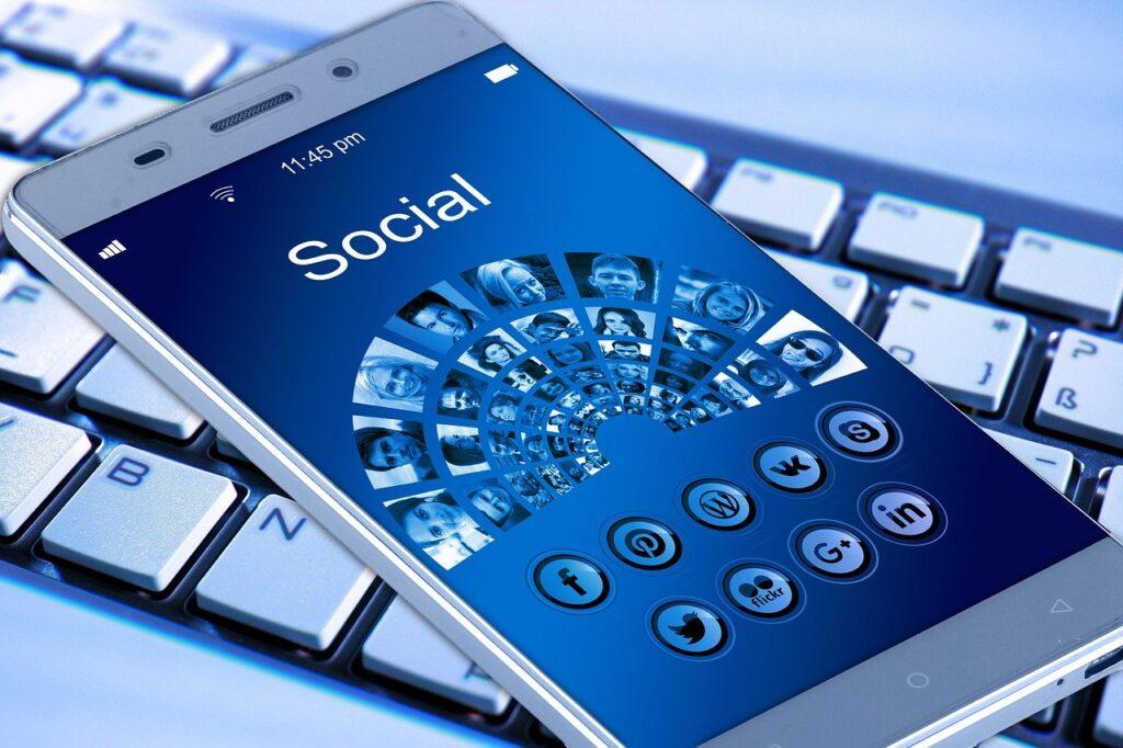 διαφήμιση στα κοινωνικά δίκτυα